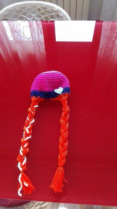 CappelloAnna di Frozen all'uncinetto