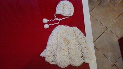 Mantellina in lana d'angora lavorata all'uncinetto