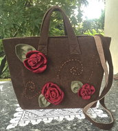 BORSA IN LANA COTTA CON ROSE