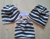 Berrettina bambina fantasia zebrata bianco e nera handmade