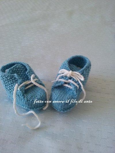 Scarpine bimbo con lacci in lana azzurra