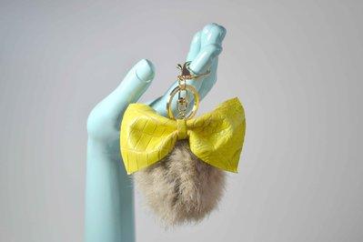 pon pon portachiavi pelo fiocco in pelle color oro pom pom donna accessori moda