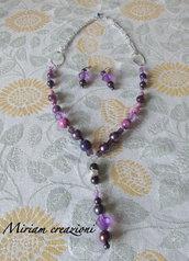 Collana e orecchini con perle e cristalli viola