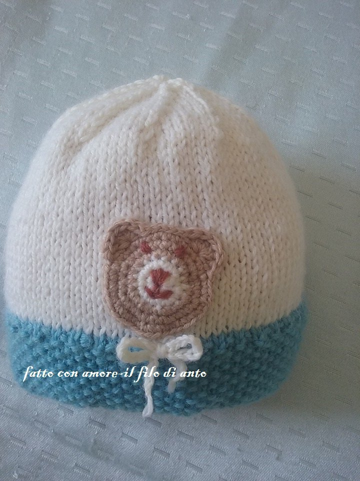 Cappello in lana con orsetto