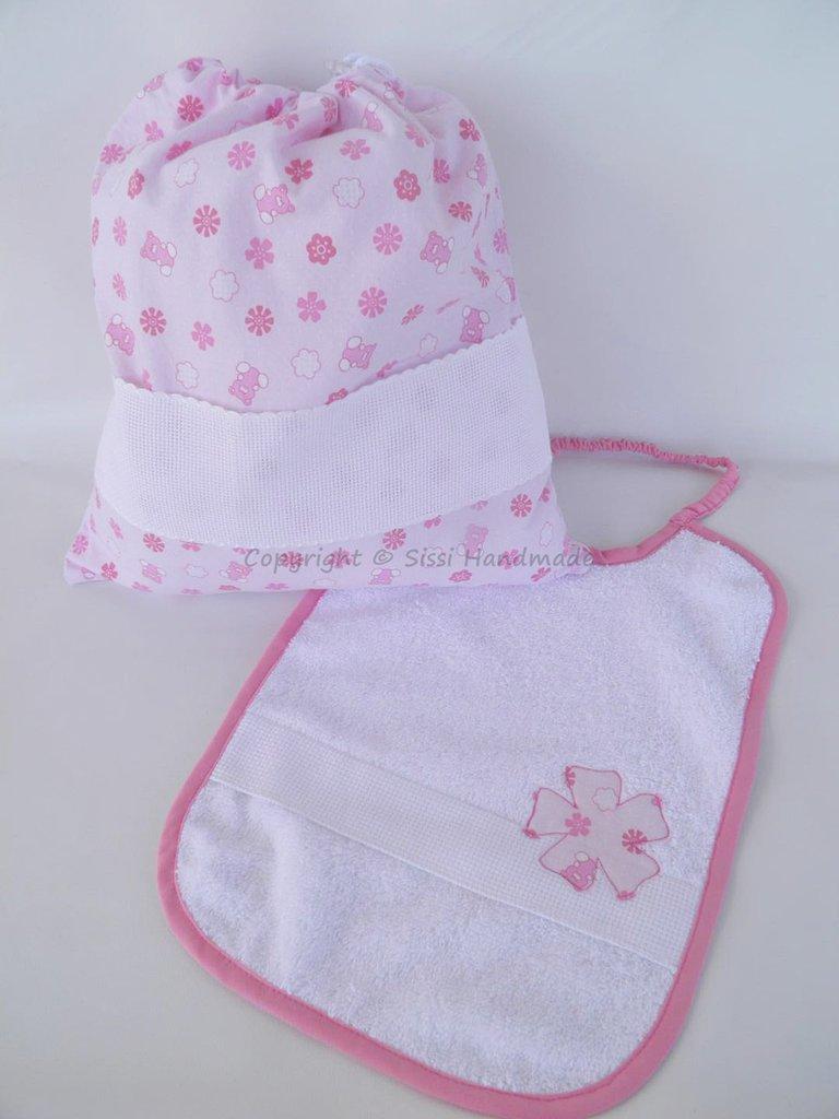 Set asilo e scuola composto da bavaglio, asciugamano, sacca con fiori + personalizzazione