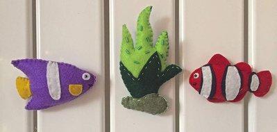 calamite per frigorifero, pesci tropicali e alga verde pistacchio