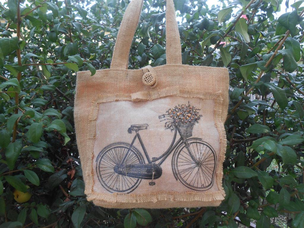 Borsa in tela juta con stampa bicicletta fodera e cristalli arancioni.