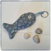 Portachiavi pesciolino in cotone azzurro con disegni beige