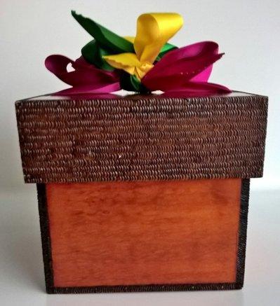 Scatola in legno con coperchio