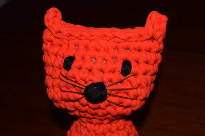 Gatto fermaporta realizzato all'uncinetto in fettuccia arancione