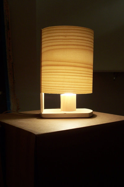 Lampada da tavolo in legno per la casa e per te - Lampada da tavolo legno ...