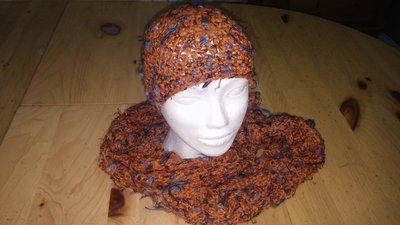 Cappello e sciarpa in lana ruggine melange