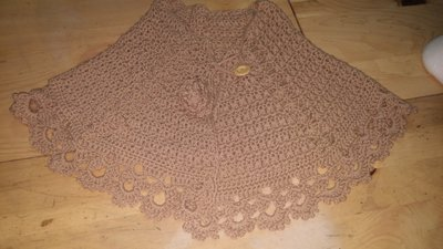 Coprispalle in lana beige