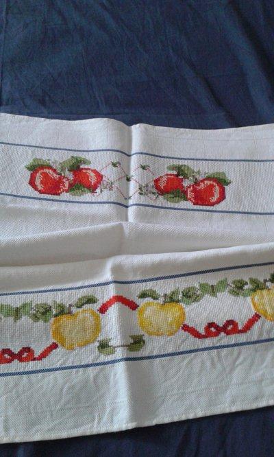 Strofinaccio punto croce mele
