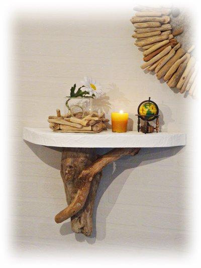 Mensola con legno di mare