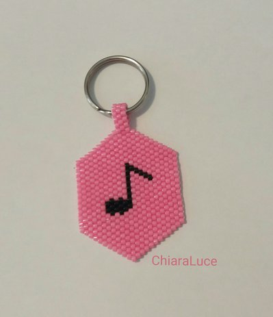 Portachiavi rosa con nota musicale nera