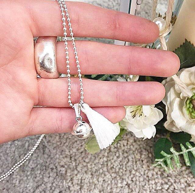 6863d72434c342 Collana lunga a palline in argento 925 con ciondolo pendente Campanello e  nappina