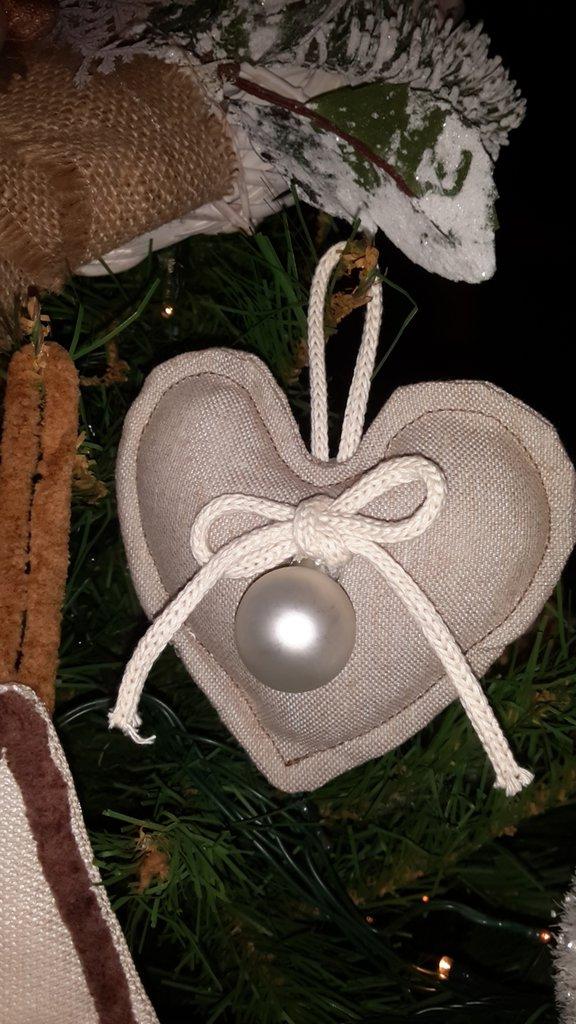 Decorazioni natalizie da appendere all'albero di natale realizzate in stoffa, fatte a mano.