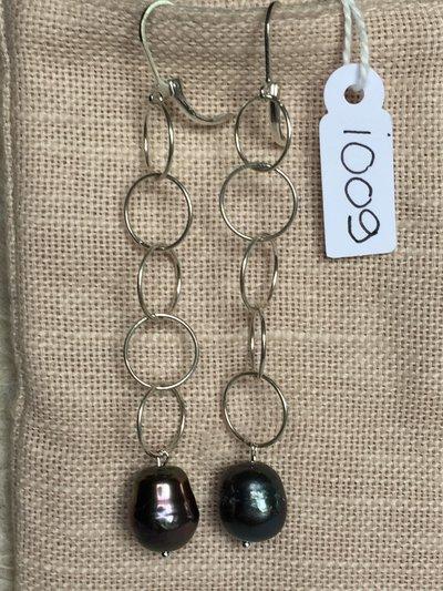 Orecchini con ganci anallergici nichel free, catena in argento 800 e perle Tahiti.