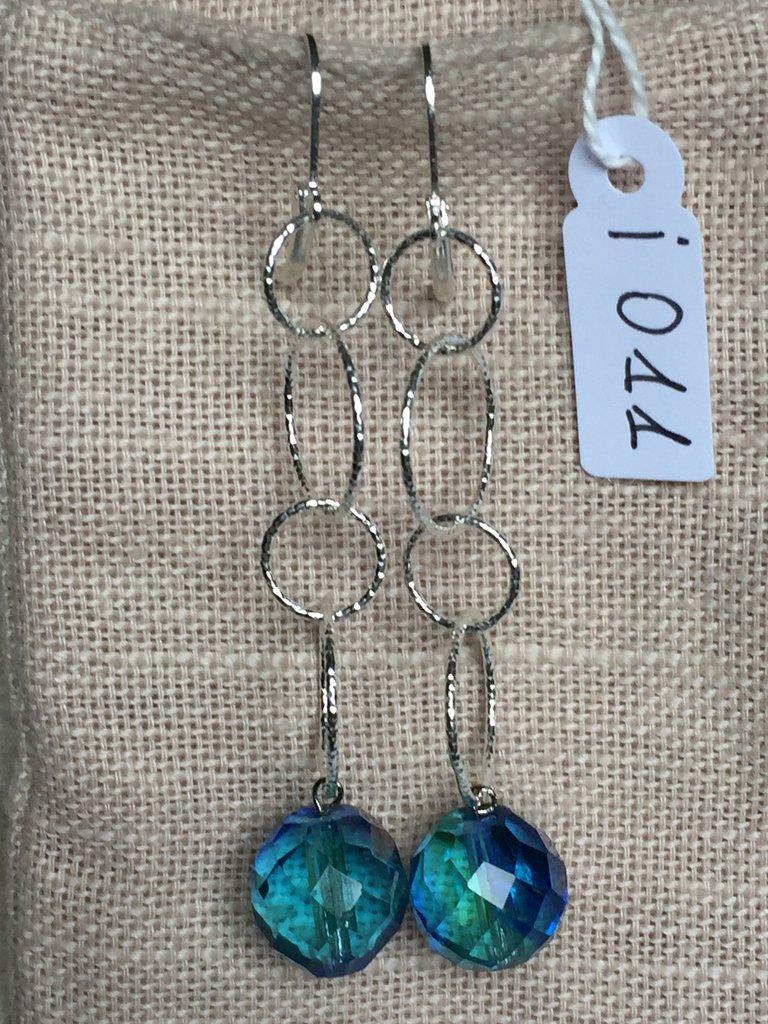 Orecchini con ganci anallergici nichel free, catena in argento 800 e ciondoli in cristallo Bohemia.