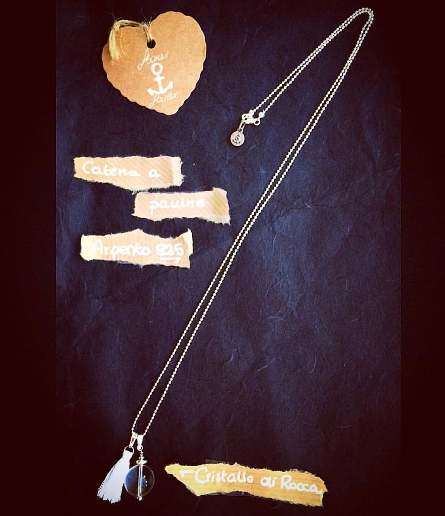 Collana lunga a palline in argento 925 con pendente in pietra dura e nappina