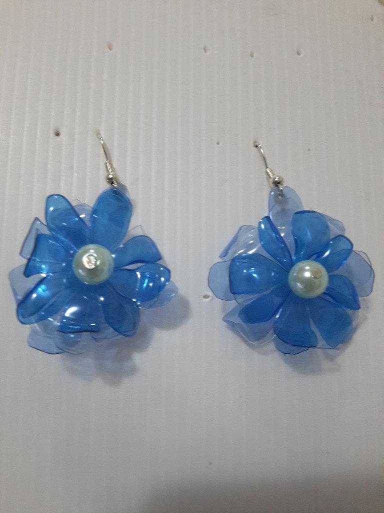 Orecchini plastica fiore blu