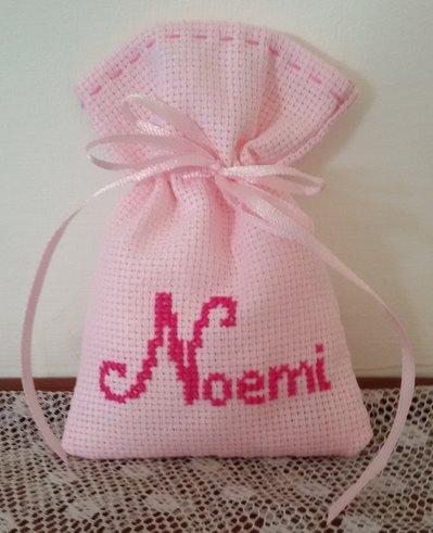 """Inserzione riservata n.15 sacchettini con ricamo """"Noemi"""" punto croce"""