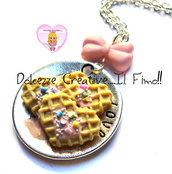 Collana piatto Waffle cuore - Con glassa alle fragole e codette colorate - pastel goth - handmade