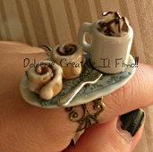 Anello piatto - con cioccolata con panna e girelle alla cannella - hanmade - idea regalo fimo