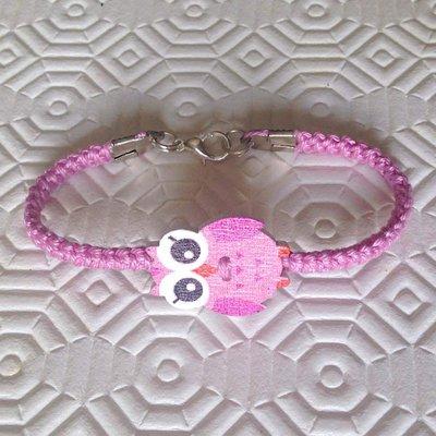 Braccialetto rosa con bottone gufetto, fatto a mano all'uncinetto