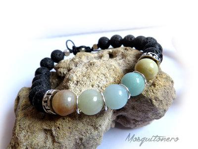 Bracciale con perle Amazzonite e pietra lavica con chiusura macrame