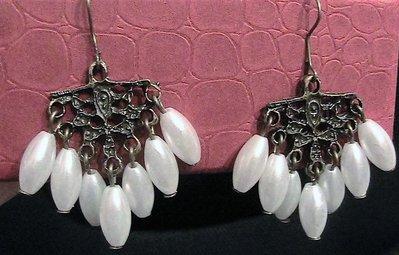 Orecchini chandelier con perle ovali