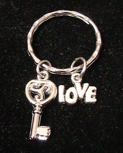 Portachiavi in argento tibetano con chiave e love