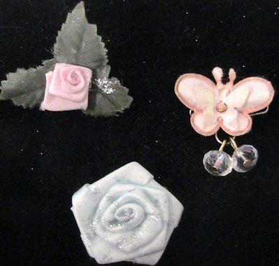 Tris di spille in tessuto con farfalla e rose