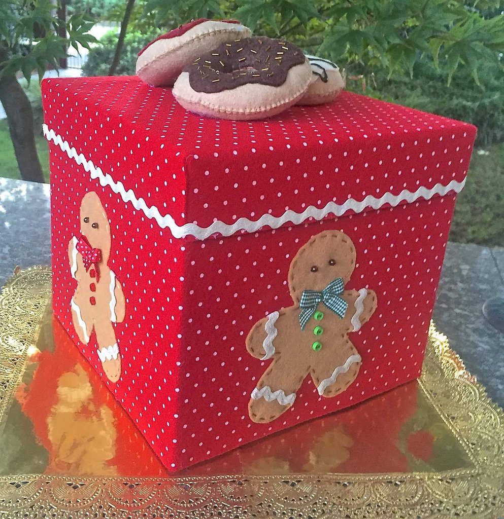 Super NATALE - SCATOLA DI CARTONE PORTAPANETTONE DECORATA CON GINGER E  XB66