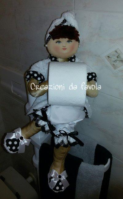 Bambola portarotolo bianca a pois