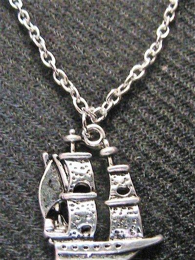 Collana argentata con veliero in argento tibetano