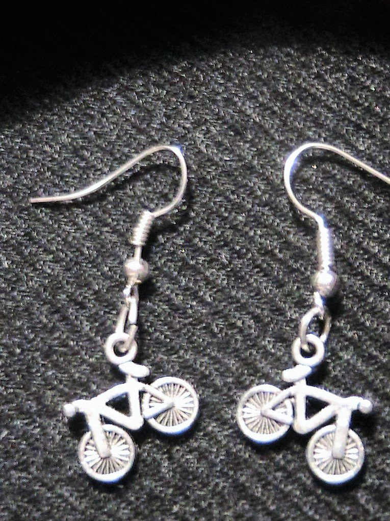 Orecchini  con biciclette in argento tibetano