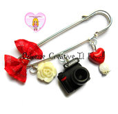Spilla Fotografa - Spilla per sciarpa o foulard - macchina fotografica regalo fotografa handmade