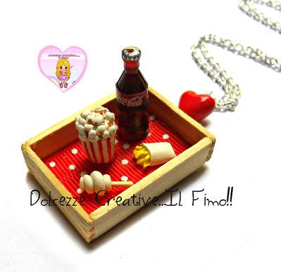 Collana miniature - Cinema con popcorn, coca, patatine e zucchero filato . vassoio .handmade