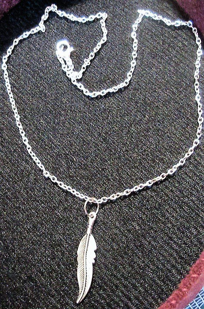 Collana con lunga piuma in argento tibetano