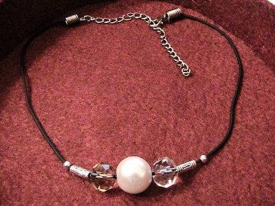 Girocollo con perla e cristalli