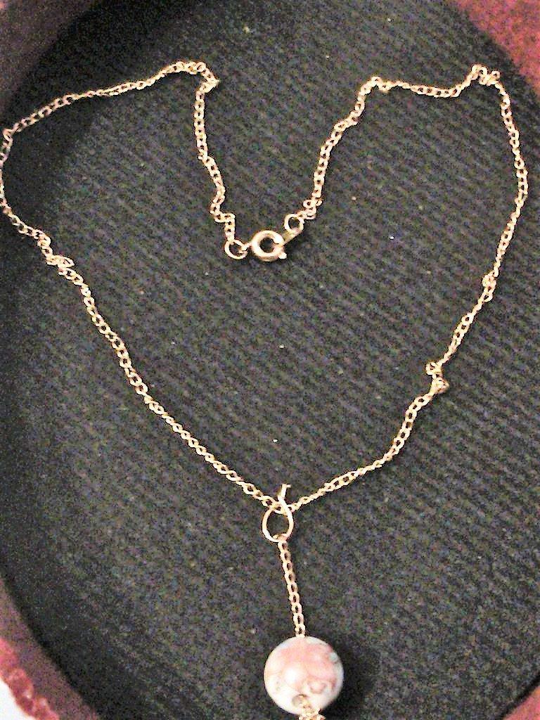 Collana dorata con perla in porcellana dipinta
