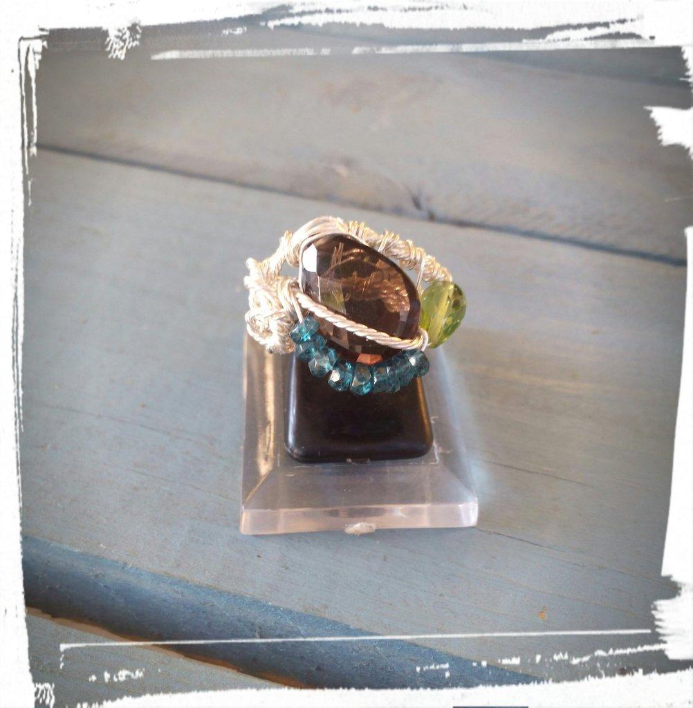 Anello in Argento 925 con Quarzo Fumé, peridoti e Topazi london blue