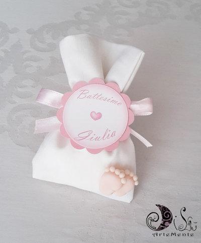 Bomboniera nascita e battesimo sacchetto portaconfetti con piedini per bimba rosa etichetta con cuore