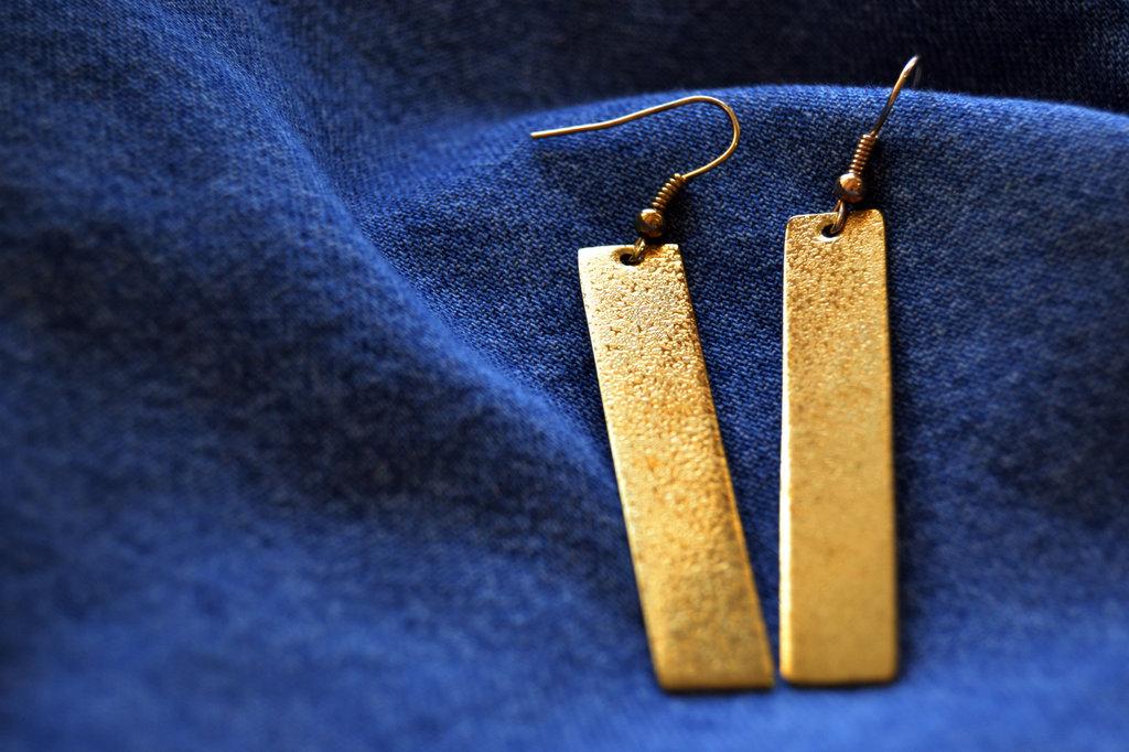 Orecchini pendenti rettangolo stretto in ottone