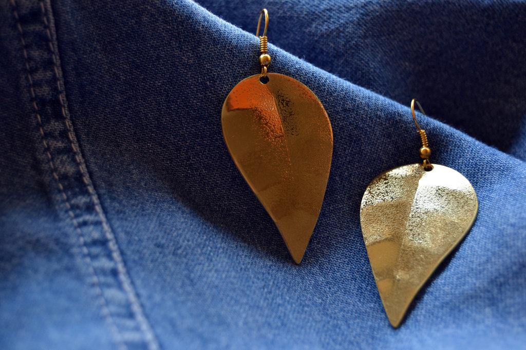 Orecchini pendenti foglia in ottone