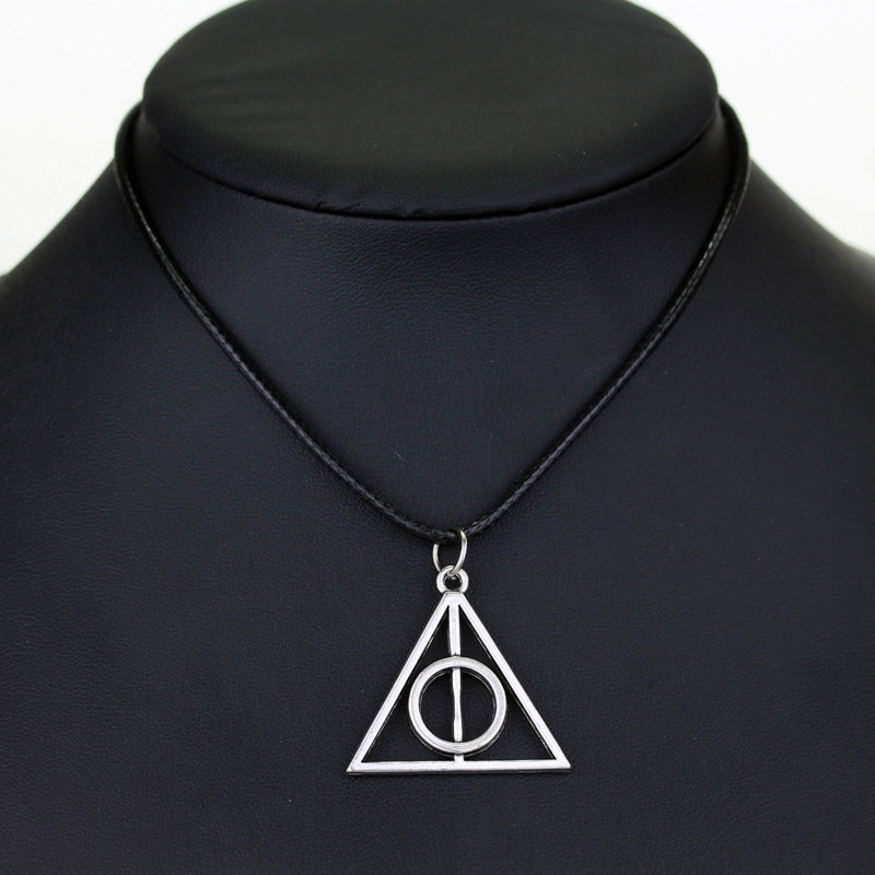 COLLANA  HARRY POTTER E I DONI DELLA MORTE CIONDOLO TRIANGOLO DEATHLY HALLOWS