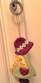 Profuma biancheria bambolina Sue - con anello in ottone