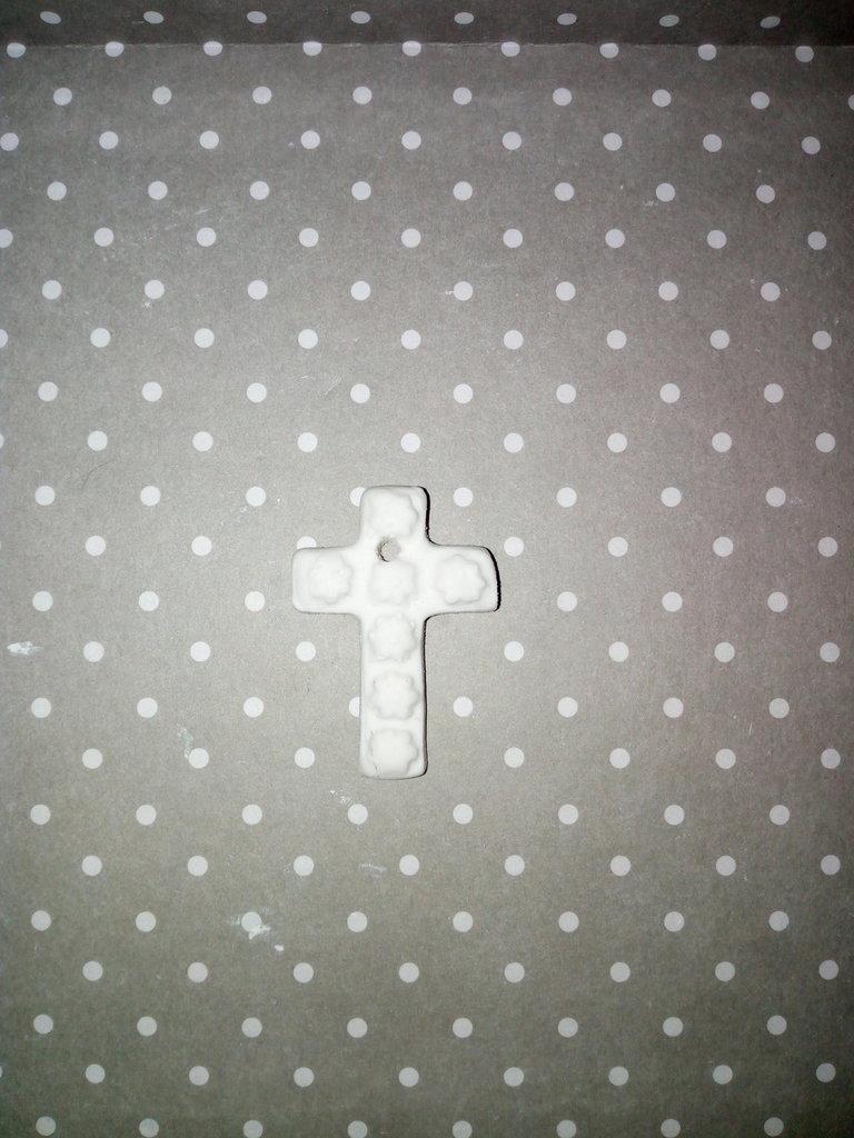 Croce con fiori  in gesso ceramico